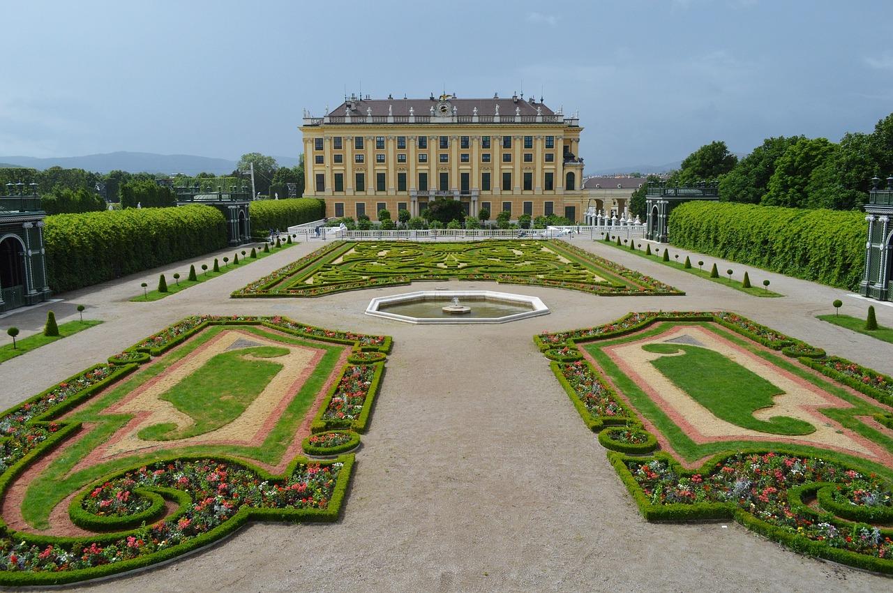 Schloss Schönbrunn - Busfahrt zur meistbesuchten Sehenswürdigkeit Österreichs
