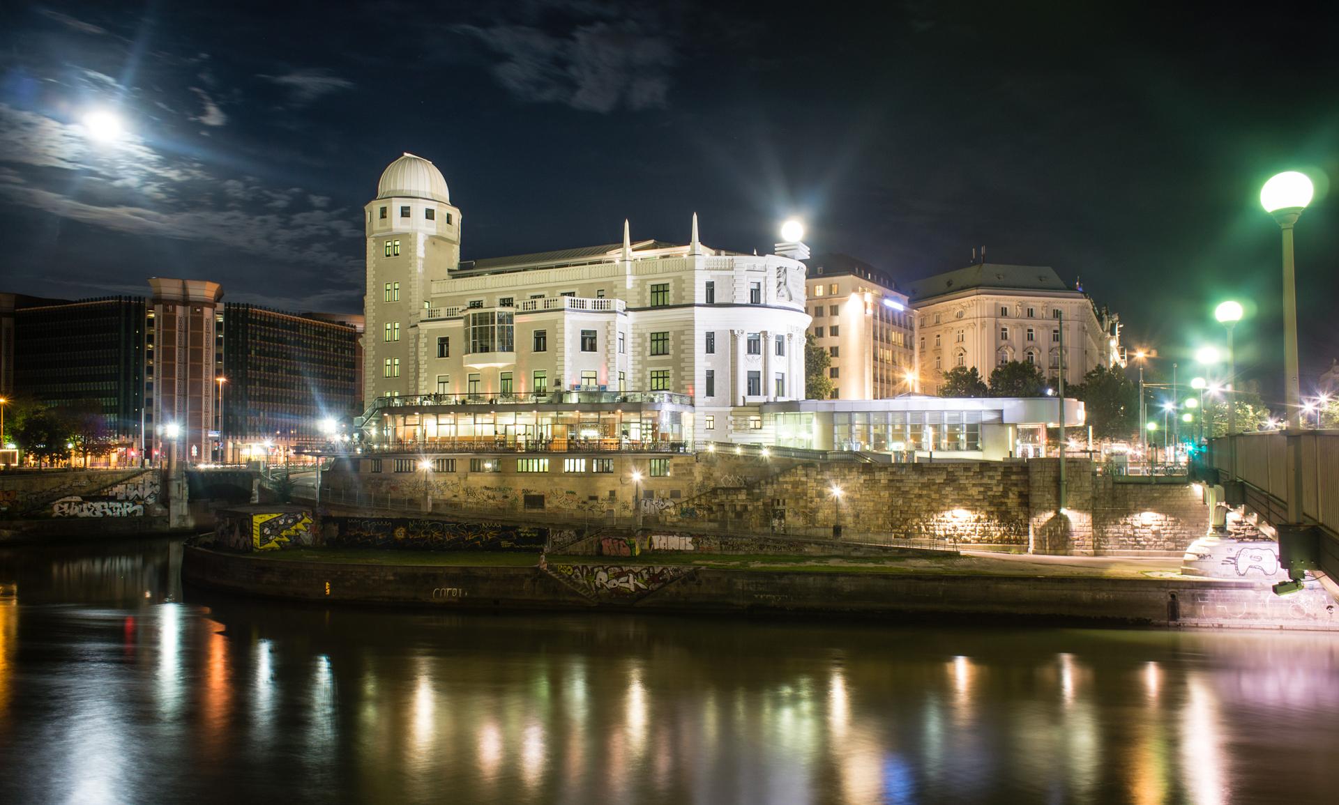 Stadtrundfahrt Wien bei Nacht, Sternwarte Urania