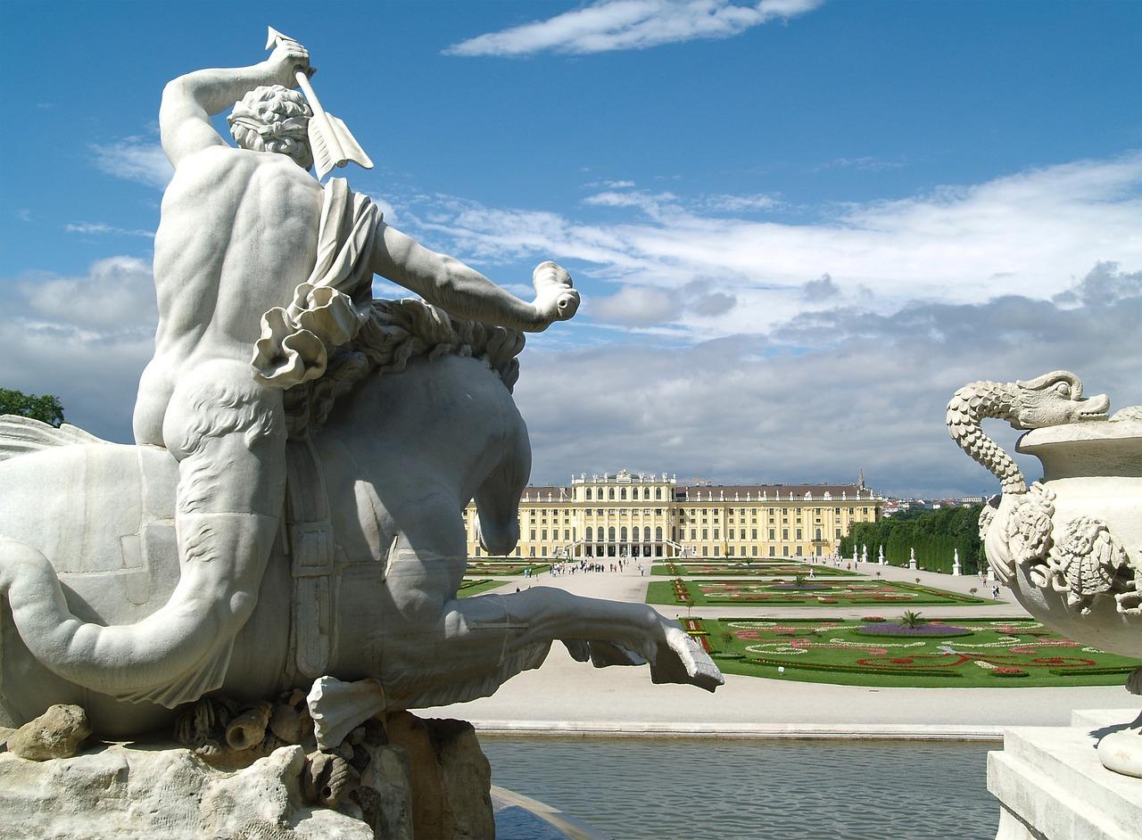 Vienna tour Castello di Schoenbrunn - visto dalla Gloriette. Schoenbrunn, Schönbrunn, Schonbrunn Vienna. Foto: Castello di Schoenbrunn